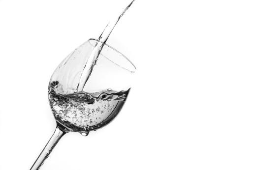 Wasserspritzer in Weinglas selbst gemacht