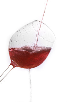 Wasserspritzer im Weinglas selbst fototechnisch gestalten, hier gibt es die Anleitung dazu